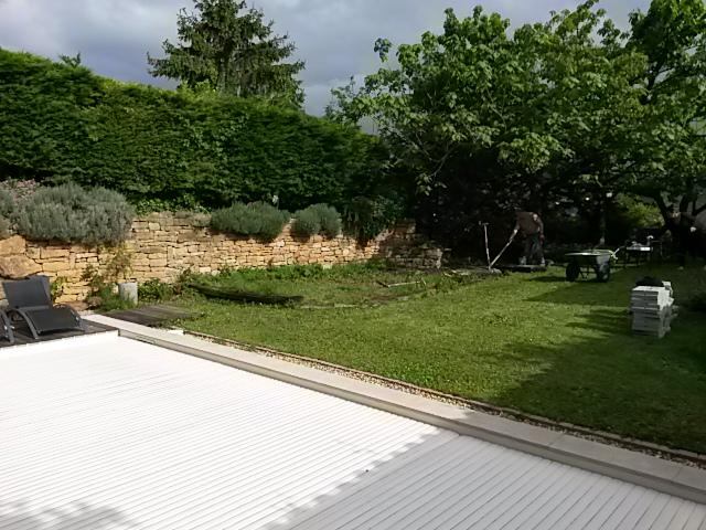 Projet composite dans un jardin