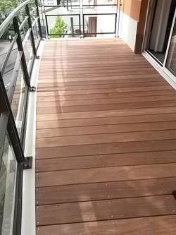 Balcon couvert d'une terrasse Ipé