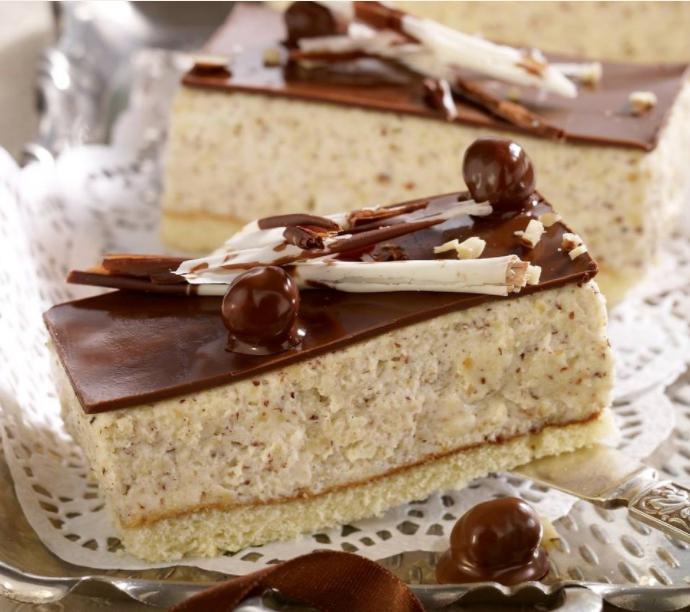 Pistachio-Raspberry Cakes