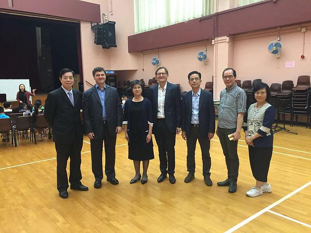 合2維也納兒童合唱團會長及藝術總監格洛德•韋特教授(左2)、維也納兒童合唱團學校