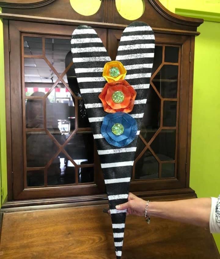 BxW striped heart door screen