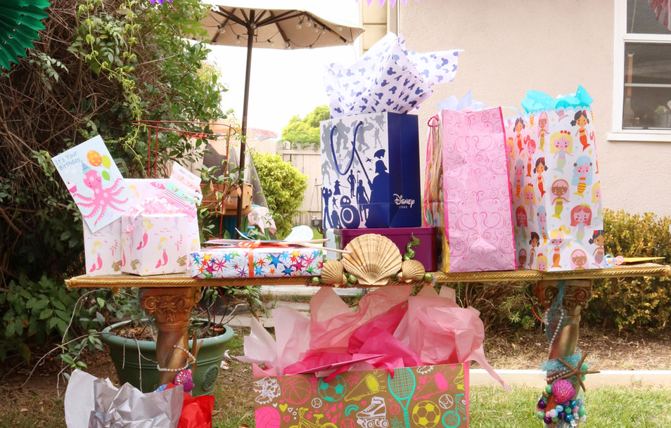 avalee gift table