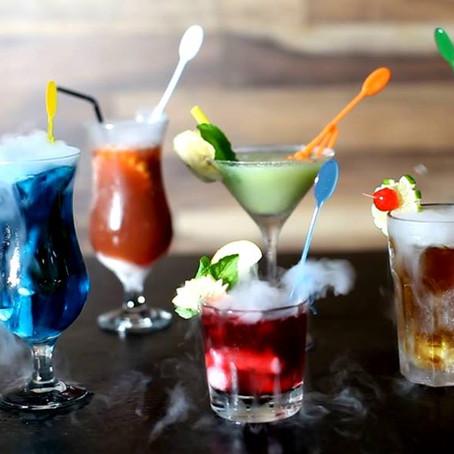 Drink z suchym lodem Blue Kamikaze