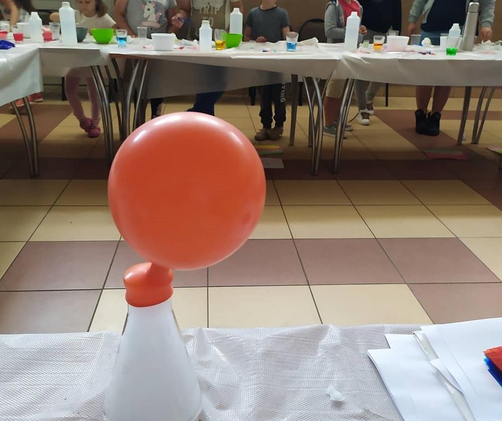 balony które same się pompują to magia suchego lodu