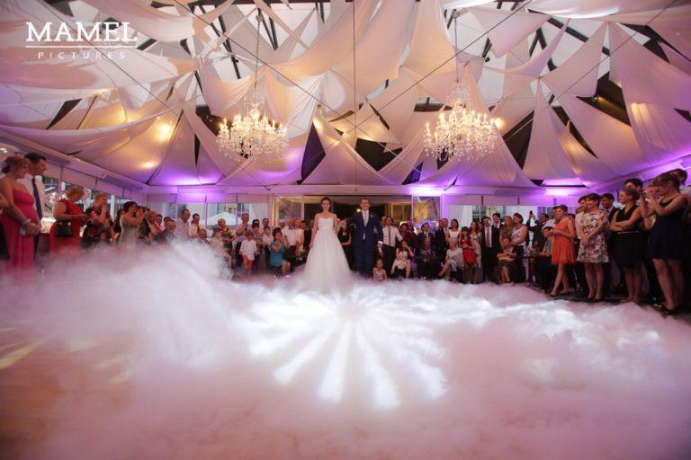 Ciężki dym na weselu wytworzony z suchego lodu