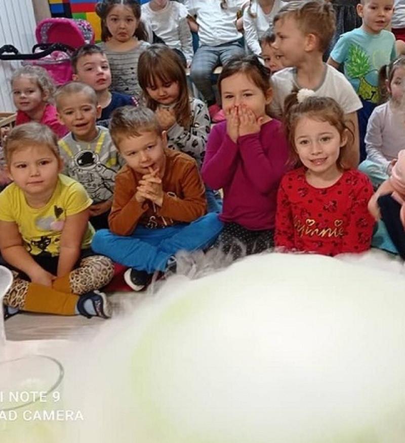 zabawa suchym lodem na Dzień Dziecka