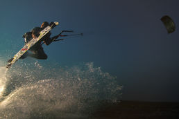 Epic Kiteboarding kite water spray strobe photoshoot at night
