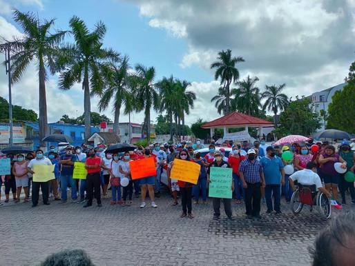 """Alcalde """"Desaparecido"""" en FCP: Marchan Trabajadores contra Chak Meex por Adeudo de Prestaciones"""