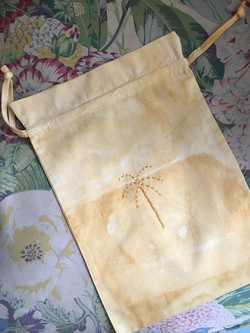 the palmist - Travel Pouches - Palm
