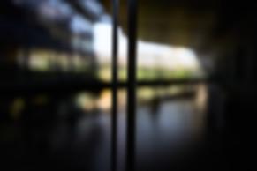 Passerelle entre le bâtiment administratif et les salles d'audience, circuit magistrats et fonctionnaires, palais de justice de Grenoble, photographie Nicolas Pianfetti
