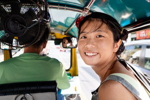 Nana dans un Tuktuk, Bangkok, Thaïlande, 2020.