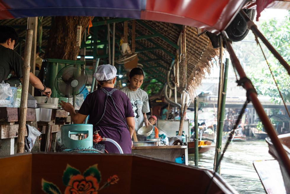 Marché flottant de Khlong Lat Mayom, Thaïlande, 2020.