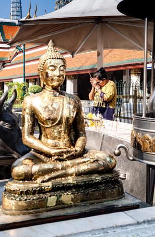 Prière bouddhiste, Bangkok, Thaïlande, 2020.
