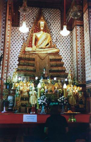 Prier le Bouddha, Bangkok, Thaïlande, 2020.