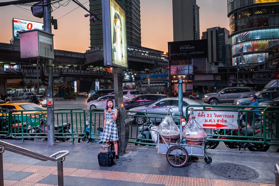 Chanteur de rue, Bangkok, Thaïlande, 2020.