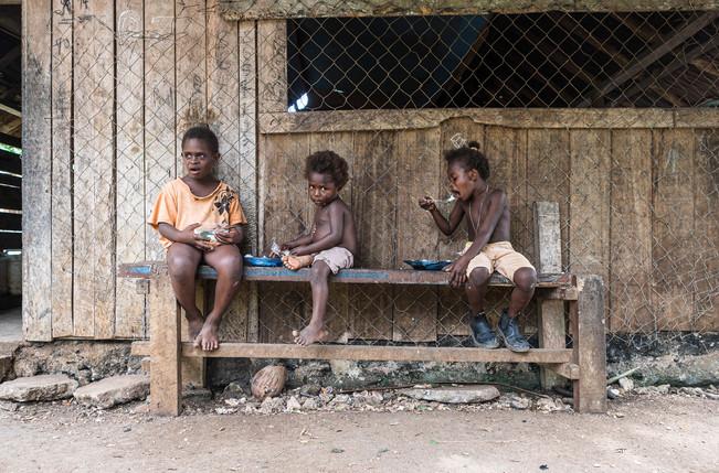 Enfants en train de manger, Hog Harbour, Vanuatu, 2019.