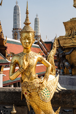 Statue en or de Kinnara, Bangkok, Thaïlande, 2020.