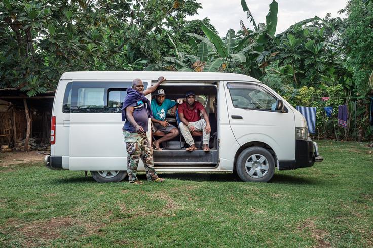 Yoseph son bus et ses proches, île de Santo, Vanuatu, 2019.