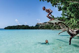 Calzé et Webson, plage de Lonnoc, Vanuatu, 2019.
