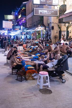 Massage thaï à Khao sans road, Bangkok, Thaïlande, 2020.