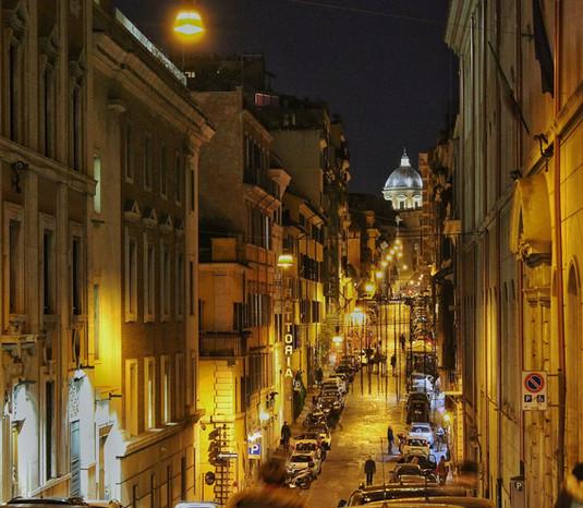 Romantischer Abendspaziergang durch Rom