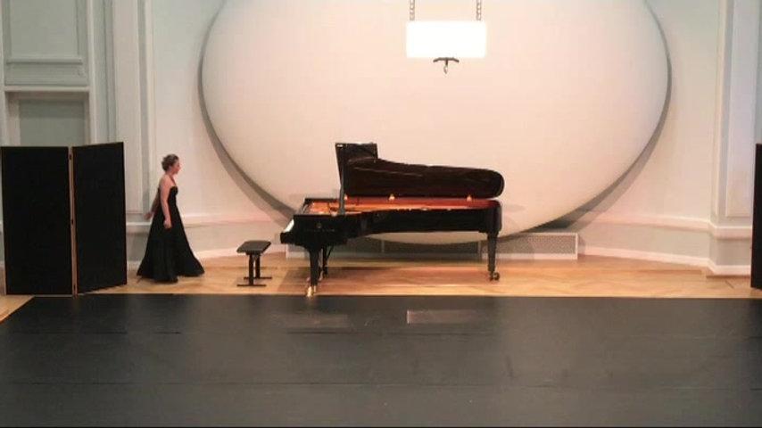 Feuervogel MalwinaMusiol  mit Alicia Uhlmann und Juli Gerth Pas de Deux, choreographiert von Galina HoffmannundSergey Baranov