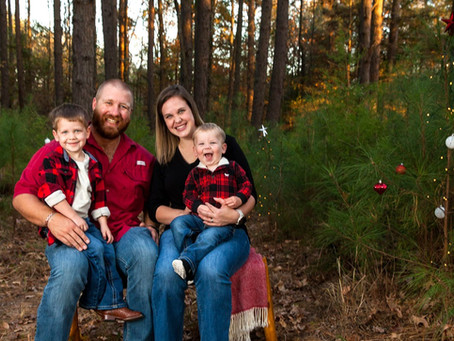 Christmas Piney Woods Mini-Sessions