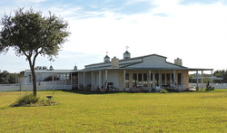 bed and Breakfast front yard side view Cuero Texas