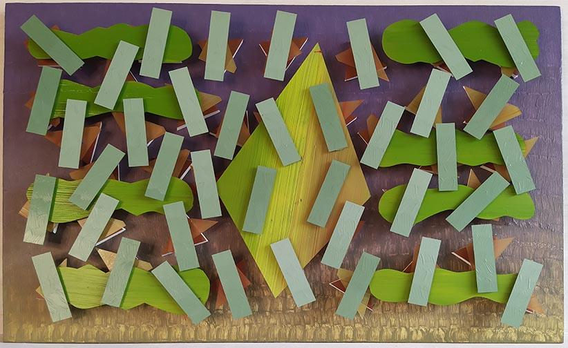 Tema central sobre tiras verdes