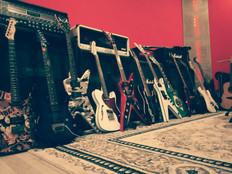 Zesilovače, boxy a kytary jsou k dispozici ZDARMA !