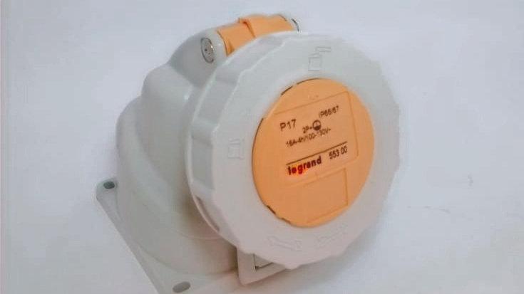 Tomada Industrial Sobrepor P17 16A 2P+T 4H 100-130V IP66/67 Legrand 55300