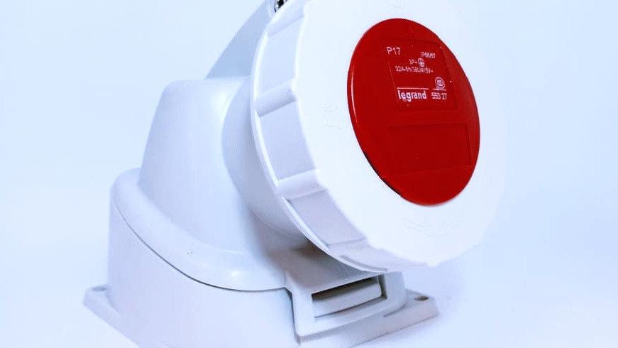 Tomada Industrial Sobrepor P17 32A 3P+T 6H 380-415V IP66/67 Legrand 55327