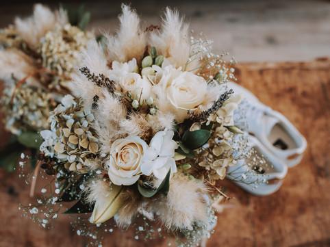 Wedding details, brides bouquet