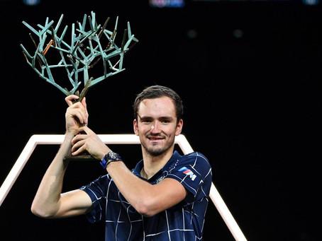 Daniil Medvedev derrota a Zverev y se consagra campeón del Masters 1000 de París-Bercy