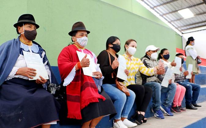 Gobernación en coordinación con el MAG, entregaron escrituras en el sector rural de Ibarra