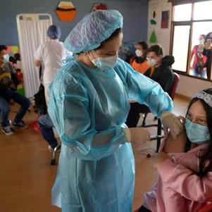 Vacunación a adolescentes entre 12 y 15 años se realizará en instituciones educativas