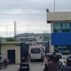 Efectivos de la Policía Nacional y FFAA controlan motines en centros de privación de libertad
