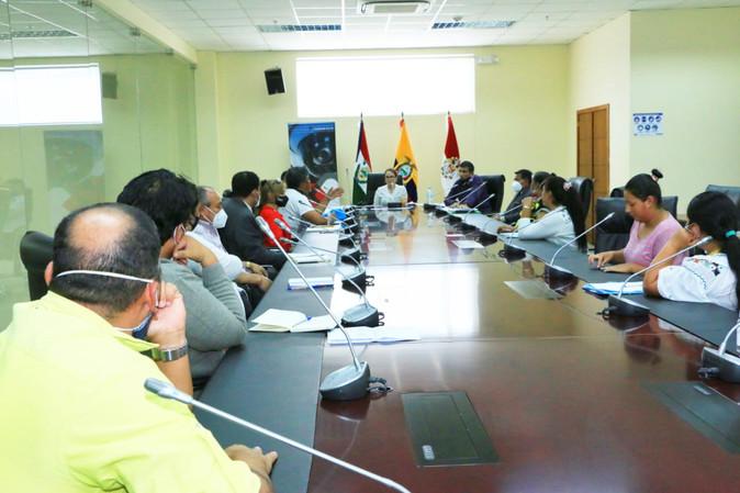 """Diálogo entre representantes dela U. E. """"28 de Septiembre"""" y el Ejecutivo Desconcentrado"""