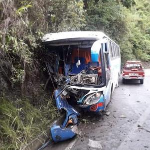 Bus de la cooperativa Valle de Intag se accidentó esta mañana