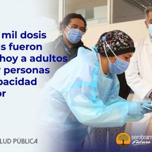 Más de 35 mil dosis de vacunas fueron aplicadas ayer a adultos mayores y personas con discapacidad