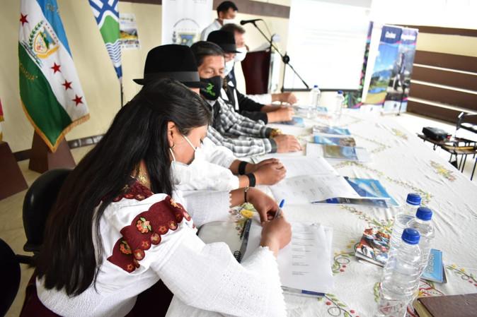 Para cuidar la belleza del complejo volcánico Cubilche Prefectura y la comunidad conforman equipo