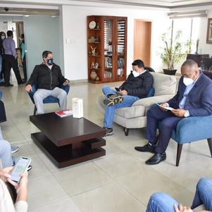 Ministro de Transporte y obras públicas informa sobre avance de obras en Imbabura