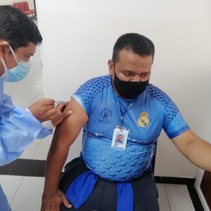 Vacunación contra el COVID-19 a personal de la EMAPA-I