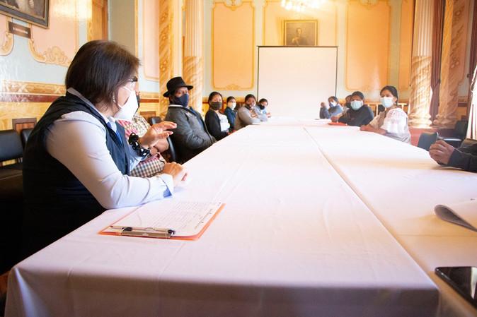 Un grupo de comerciantes autónomos aceptan propuesta municipal para ordenar ventas en Otavalo