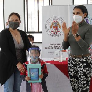 Fundación Arcángel y Municipalidad donaron tablets a niños y niñas del cantón