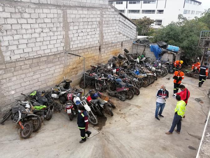Se chatarrizó motos y vehículos retenidos en Imbabura por más de 8 años