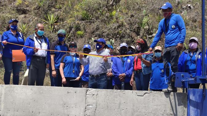 La Prefectura entrega obra de riego en la parroquia Salinas