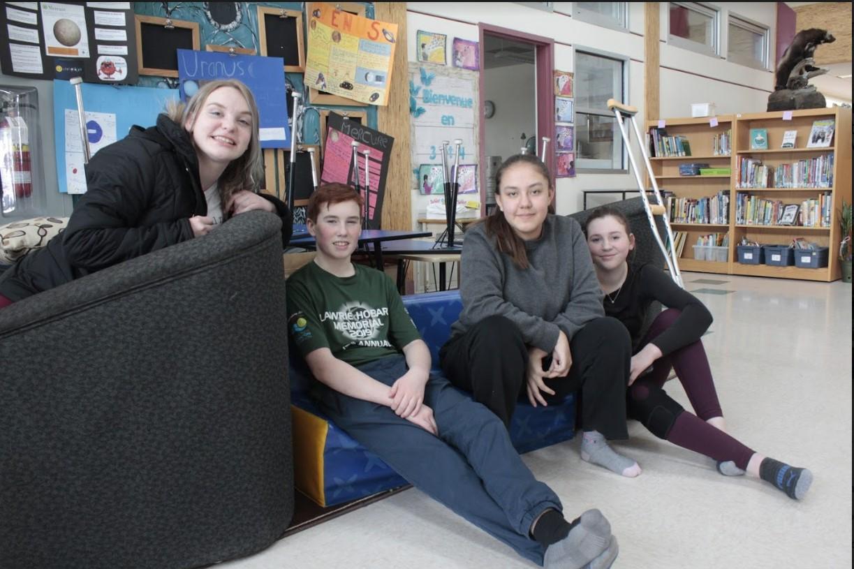Josée, Charlotte, Jeht et Kiera se sont essayées à la production radiophonique.