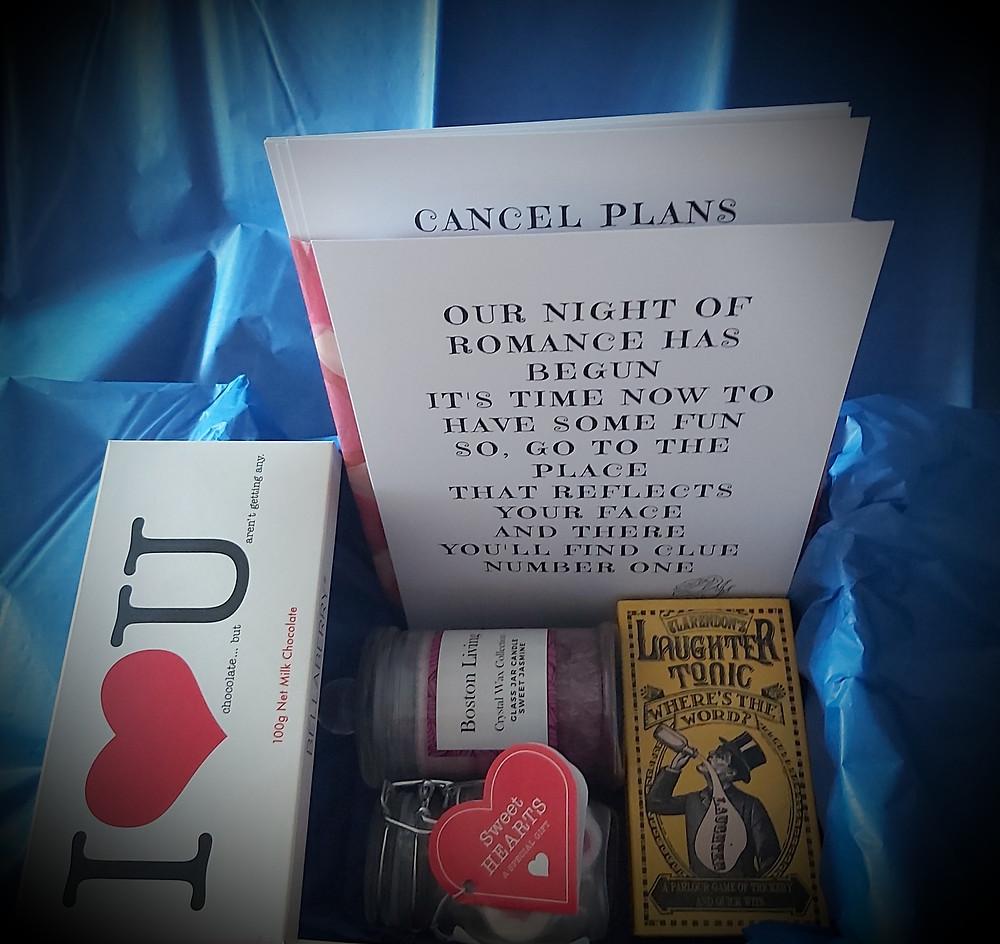 Romantic scavenger hunt datebox