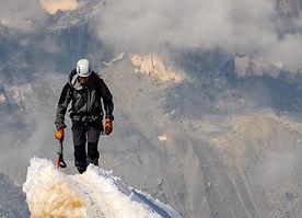 summit-1209168_1920_edited.jpg